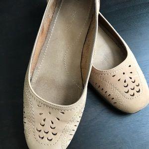 Aerosoles suede shoes